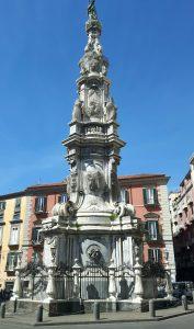 l'obelisco di Piazza del Gesù