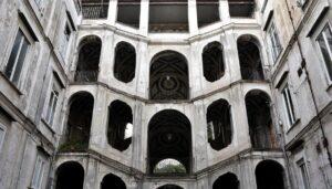 palazzo_san_felice_scale_di_napoli
