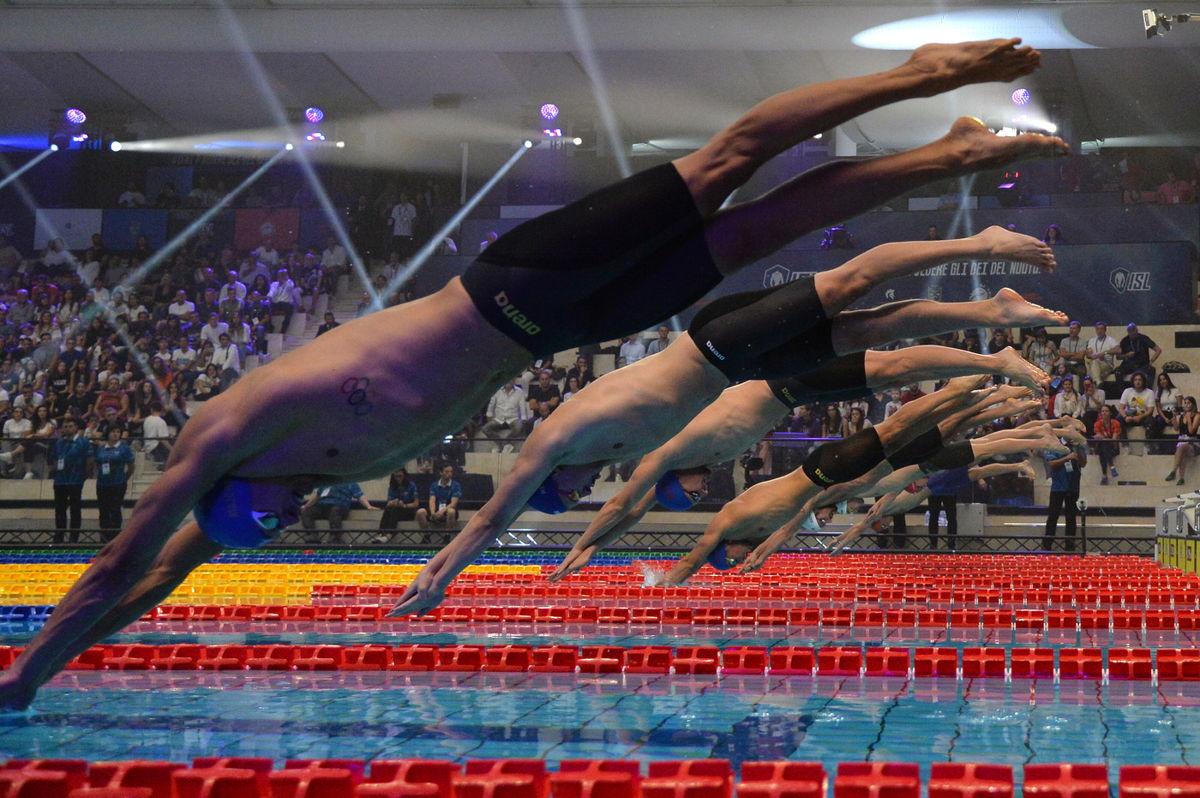 Napoli si illumina: ecco la International Swimming League
